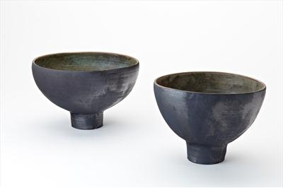 2 footed stoneware bowls
